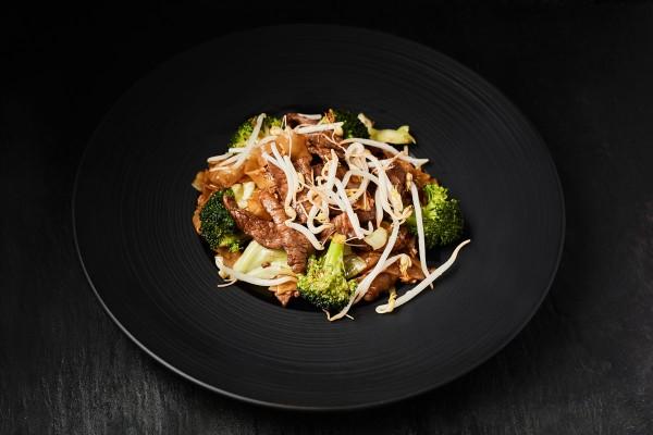 64.Phat ga pau goong(kæmperejer i chili, basilikum)
